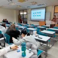 與國立臺北商業大學學生面對面宣導反毒及防暴宣導