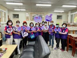 走到校門 面對孩童與家長宣導 4月30日國際不打小孩日