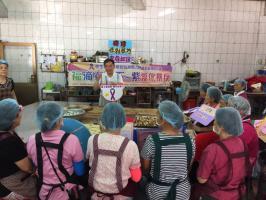 在烹飪課程中,給婆婆媽媽們宣導預防暴力概念