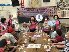 社區關懷據點母親節花束課程-李宣講師宣導